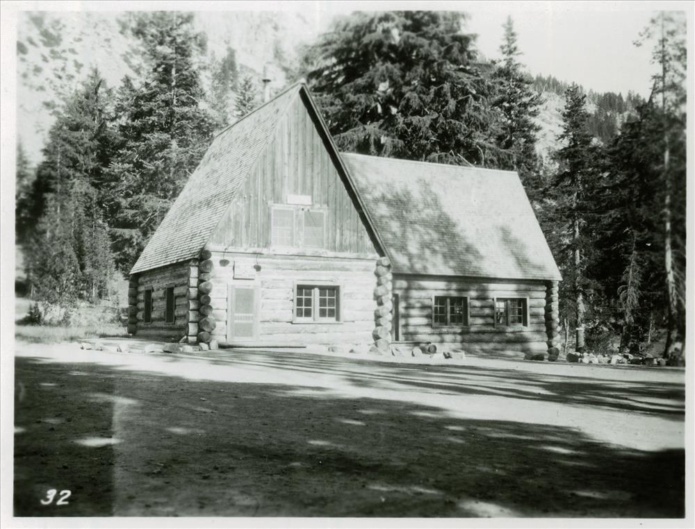 Administration Building Munson Valley in Crater Lake NP, 1930s probably Francis Lange photo