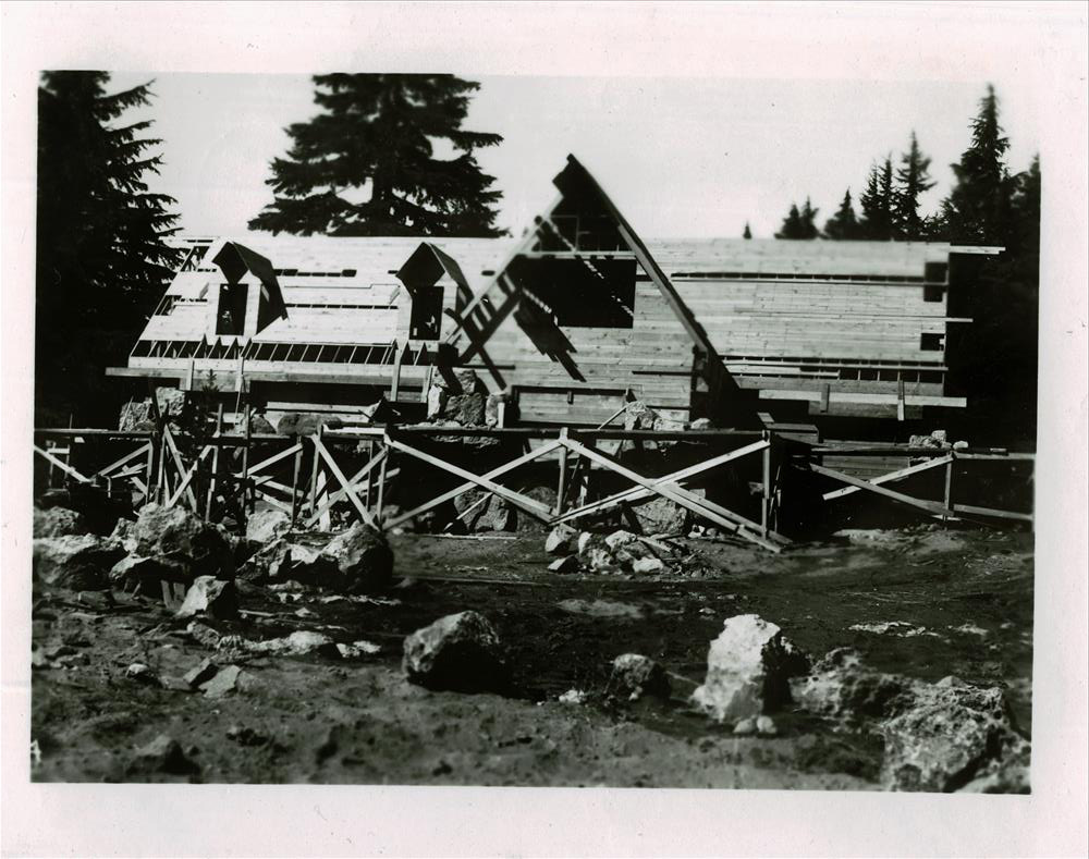 Construction of the Superintendent's residence in Crater Lake NP (date unknown)