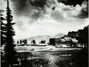 Lodge annexes construction in Crater Lake NP, 1924
