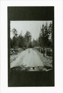 Road north of Fort Klamath Below of park's present south entrance. Probably in area where Wilson's Cottages are presently.
