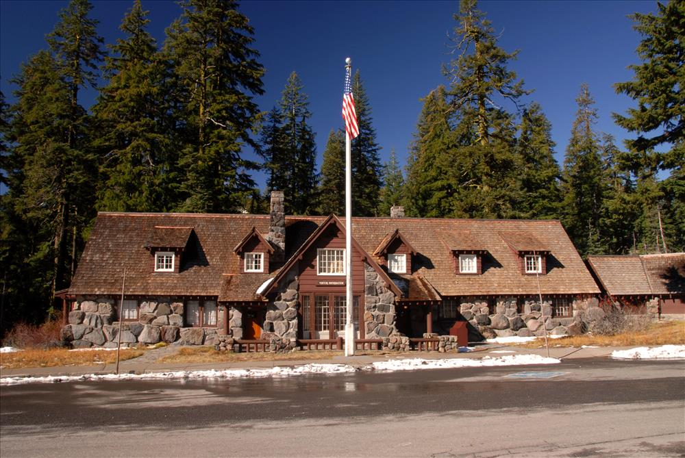 Steel-Visitor-Center-in-Crater-Lake-NP-2